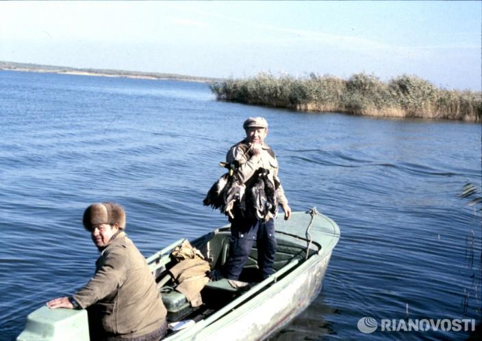 Летчик-космонавт Алексей Леонов на охоте