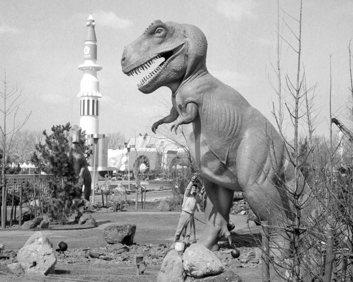 Динозавр и ракета
