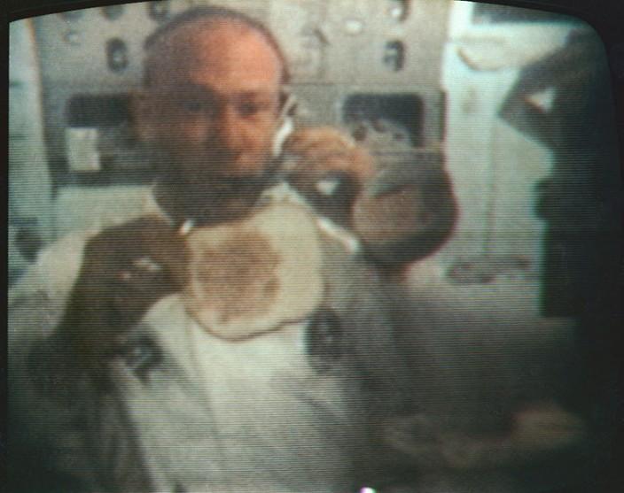 Как приготовить бутерброд на борту космического корабля