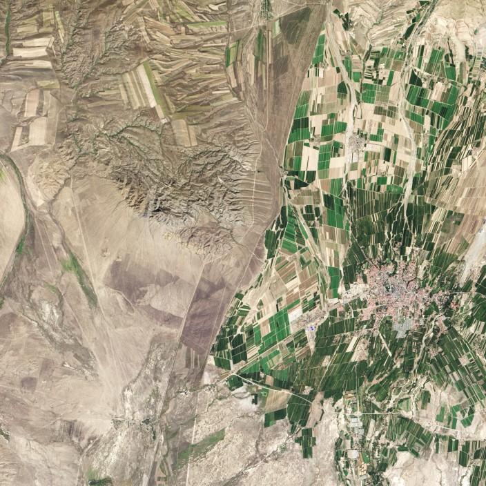 Как выглядит граница Казахстана и Китая из космоса