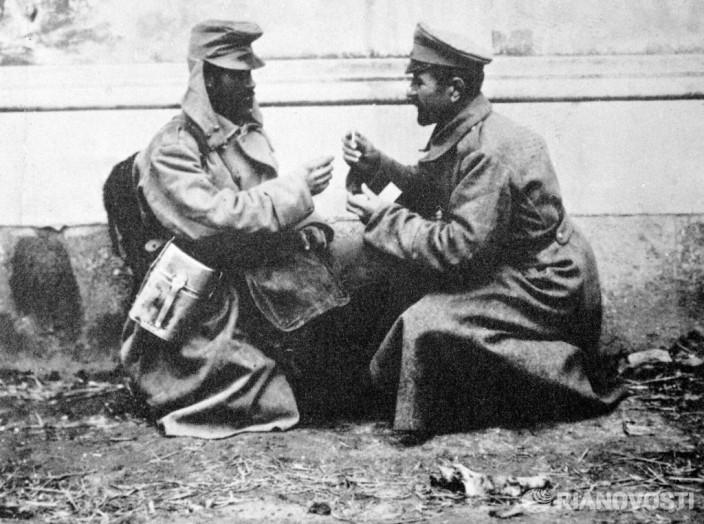 Австрийский и русский солдаты